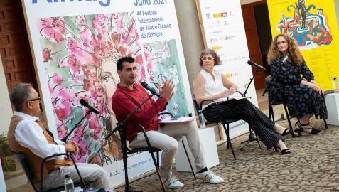 De izda. a dcha., Luis F. Jiménez, Ignacio García, Rebeca Esnaola y Raquel Andueza en la presentación del Festivald e Almagro