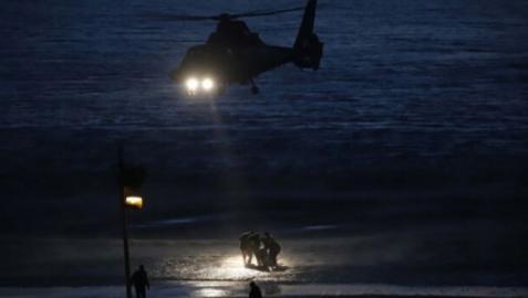 Un helicóptero del SVA en una operación antidroga en la playa