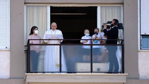 El papa Francisco reaparece tras su operación.