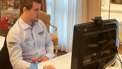 Magnus Carlsen durante la final en el hotel La Perla