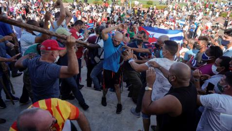 Enfrentamientos entre manifestantes en La Habana.