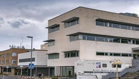 Hospital García Orcoyen de Estella, en el acceso al edificio de consultas