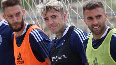 Brandon, entre Torres y Rober Ibáñez en la sesión del sábado.