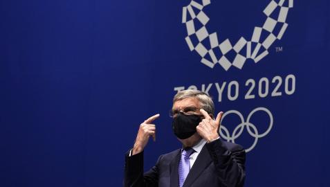 El presidente del Comité Olímpico Internacional (COI), Thomas Bach, durante una rueda de prensa en Tokio este sábado, 17 de julio