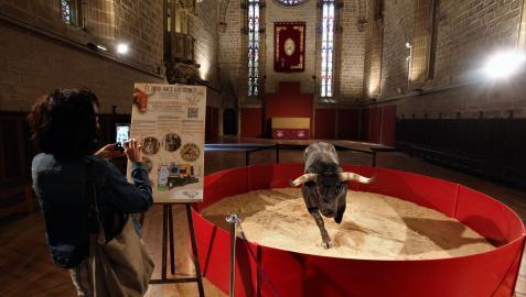 'Agujeta',  un miura en el refectorio de la catedral de Pamplona