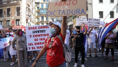 Imagen de la concentración que se celebró ayer en la plaza consistorial de Pamplona