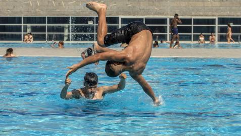 Las piscinas serán un buen recurso para sobrellevar el calor