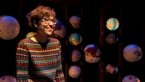 Lucía Miranda, dramaturga, directora y creadora de la compañía The Cross Border Project, dirige su primer monólogo con Chicas y chicos, la obra que llega hoy al Festival de Teatro de Olite