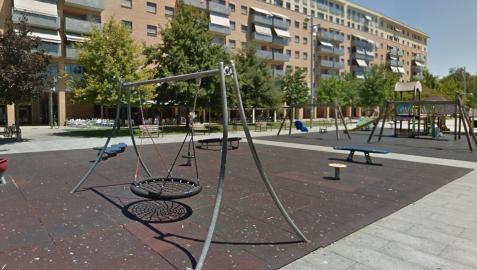 Zona de juegos infantiles del paseo Anelier, en la Rochapea