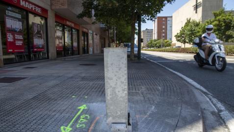 Instalación de un parquímetro en la avenida del San Jorge, a la altura de la oficina de Mapfre que es punto de información de la ORA