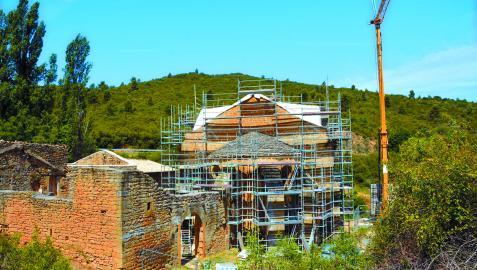 Ya se han retirado las lajas de piedra que conforman la cubierta de la ermita de San Zoilo de Cáseda.