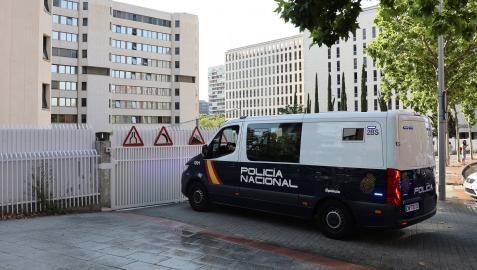 Vista de un furgón de la Policía Nacional a su llegada a los Juzgados de Plaza de Castilla en Madrid