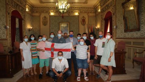 Miembros de Tasubinsa ganadores del torneo dentro del equipo Tudela B, junto con sus monitores, el alcalde de Tudela y algunos concejales