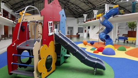 Zona de juegos infantiles de la estación.