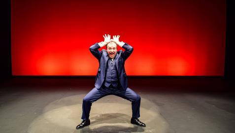 Fernando Cayo propone un espectáculo muy gestual y vocal y con música en directo