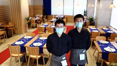 Jinze (Daniel) y Ming Hui (alex), dos amigos desde su infancia en Pamplona, han abierto el restaurante Lan Ting cerca de la torre Basoco