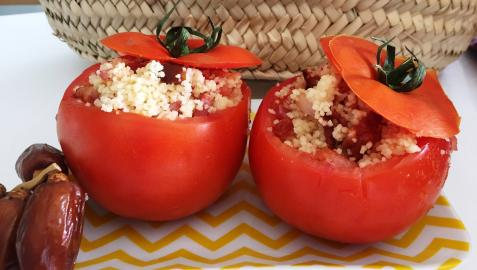 El tomate relleno, una variante de la tradicional ensalada
