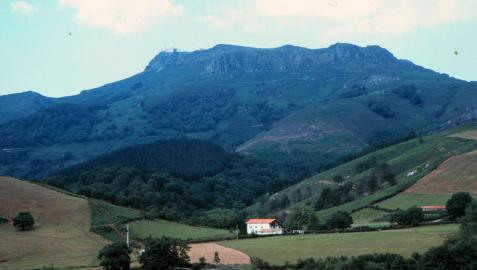 Imagen de las laderas del monte Larrun