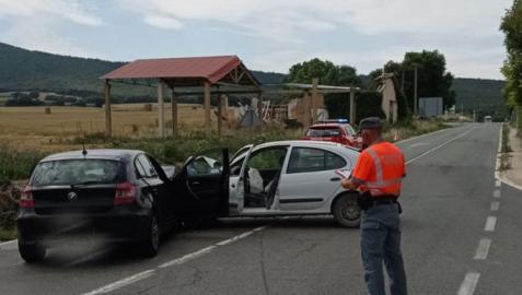 Dos heridos en una colisión frontal entre dos vehículos en Acedo