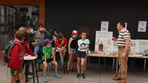 Detalle de la exposición de las Jornadas Solidarias celebradas en Elizondo