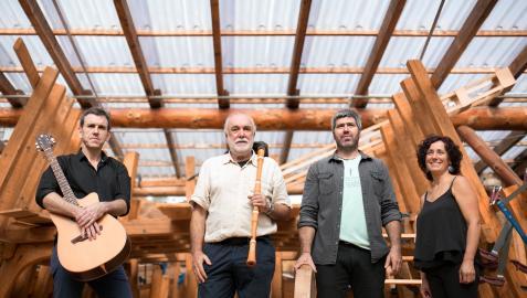 Foto Promocional de Juan Mari Beltrán y el grupo con el que actúa, tomada antes de la pandemia