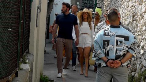 Ben Affleck y Jennifer López, de la mano por las calles de Capri