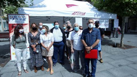Representantes de la Asociación de Trasplantados y Enfermos Hepáticos de Navarra, la asociación Sare y la Comisión Ciudadana Antisida se instalaron ayer en una carpa informativa en la avenida Carlos III de Pamplona con motivo del Día Mundial de la Hepatitis