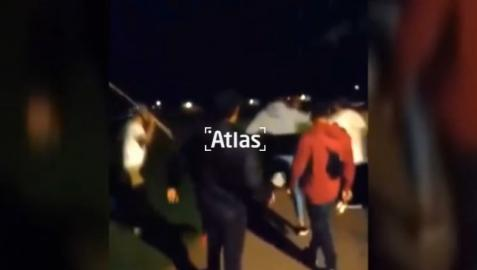 El joven continúa en estado grave tras recibir golpes en la cabeza por parte de un grupo durante un botellón