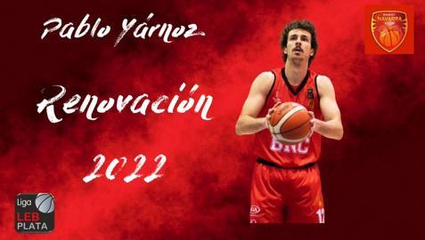 El escolta navarro Pablo Yárnoz en el anuncio de la renovación por un año más publicado por Basket Navarra