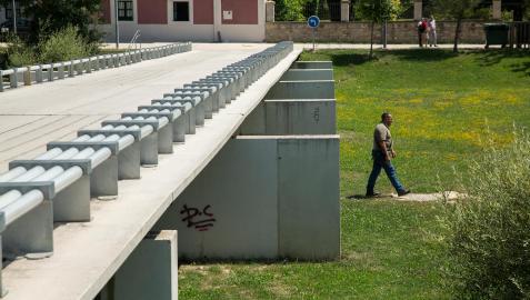 Aspecto del parque de Aranzadi en julio de 2018. Al fondo, el centro de Formación para el Empleo donde se enseña jardinería y soldadura