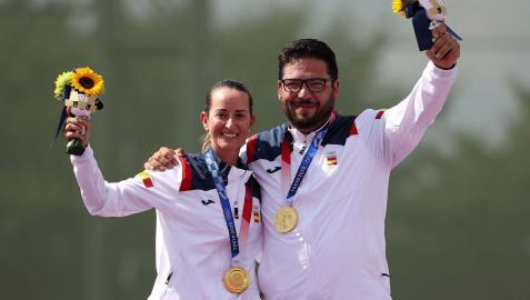 Fátima Gálvez y Alberto Fernández, felices en el podio con sus medallas de oro