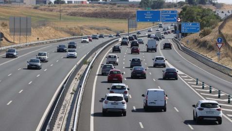 Retenciones de tráfico en la A-5 a la altura de Madrid por la operación salida de vacaciones