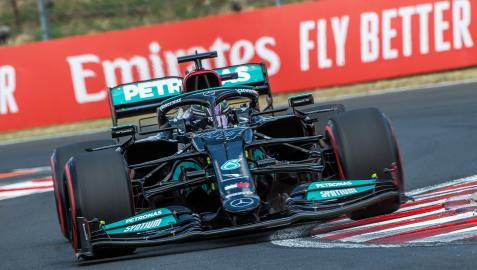 Lewis Hamilton durante los entrenamientos oficiales del GP de Hungría en el circuito de Hungaroring