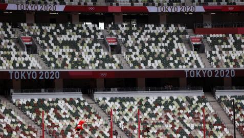 Gradas vacías en el Estadio Olímpico de Tokio durante el salto de pértiga, este sábado 31 de julio