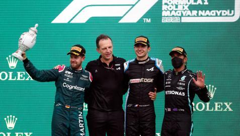 Podio del Gran Premio de Hungría con Esteban Ocon (Alpine) primero, Sebastian Vettel (Aston Martin) segundo y Lewis Hamilton (Mercedes), tercero