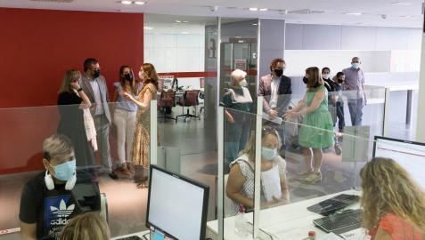 Varias personas, en la Oficina de Atención Ciudadana de Tudela