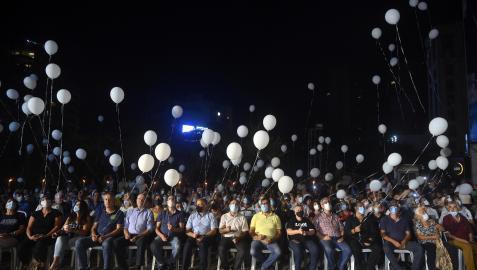 Miembros del Movimiento Patriotico Libre soltaron globos blancos al cielo para marcar el aniversario de la explosión