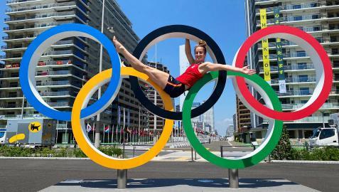 Nerea Pena ha vivido sus segundos Juegos. En la foto, en unos aros junto a la Villa Olímpica de Tokio