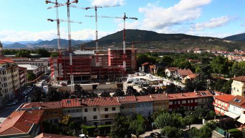 Imagen del avance de las obras desde la avenida Baja Navarra, con las tres primeras torres sumando alturas