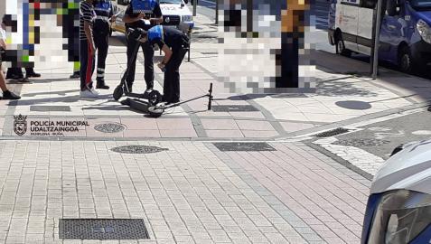 Heridos dos jóvenes al colisionar con sus patinetes eléctricos