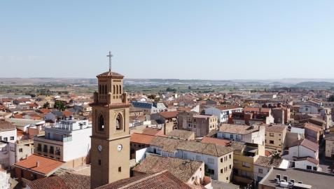 Panorámica de la localidad ribera de Murchante, con la torre de la iglesia de Nuestra Señora de la Asunción en primer plano
