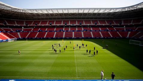 Los jugadores de Osasuna realizaron ayer el entrenamiento en El Sadar, donde recibirán al Espanyol en la primera jornada de la temporada 2021-22