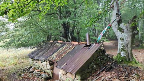 Una pequeña casa de piedra en el Parque del Gorbea