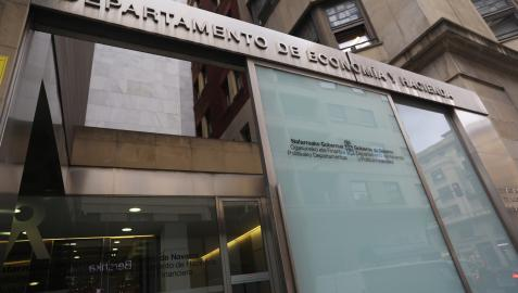 Entrada al departamento de Economía y Hacienda del Gobierno de Navarra