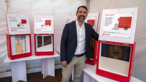 Miguel Rodríguez, en el stand de Rockwool instalado en la Ciudadela dentro de la feria Edifica