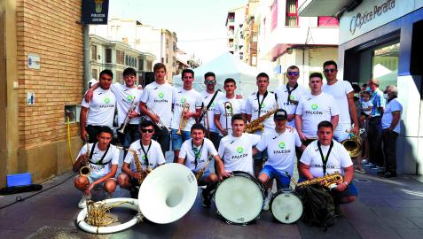 Los integrantes de la charanga El Garrafón el día que salieron a tocar con motivo de la jornada del Pimiento Cucón.