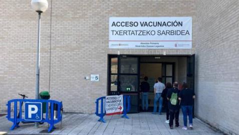 Bajan los ingresos en la segunda jornada por debajo del medio centenar de contagios en Navarra