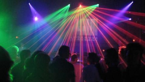 Salud plantea cerrar las salas de fiesta a las 3 de la madrugada