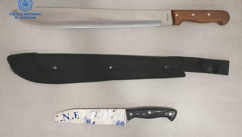 Armas blancas que portaba uno de los detenidos