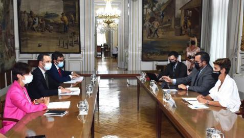 Participantes en la reunión entre representantes del Ministerio de Política Territorial y el Gobierno de Navarra
